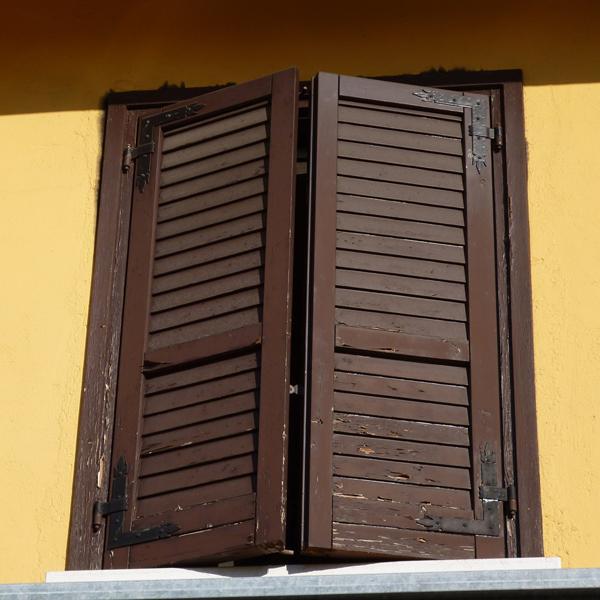 Imposte finestre perfect automazione persiane with imposte finestre excellent come pulire le - Pulire porte legno ...
